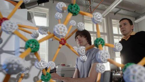Chemie, Physik und vieles mehr im B.Sc. Werkstoffwissenschaft